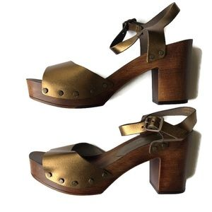 A. Giannetti SZ 7 Platform Gold Clog Sandals NEW